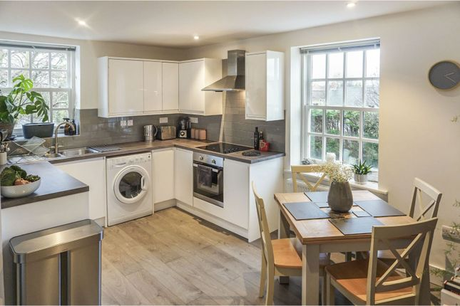 2 bed flat for sale in Spath Lane, Handforth, Wilmslow SK9