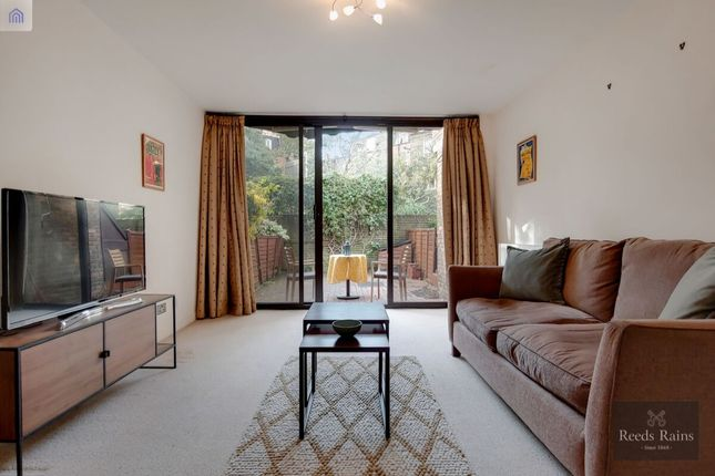 Thumbnail Flat for sale in Mead Row, London