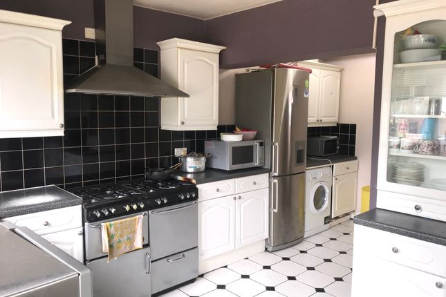 Thumbnail Maisonette to rent in Stratton Gardens, Southall