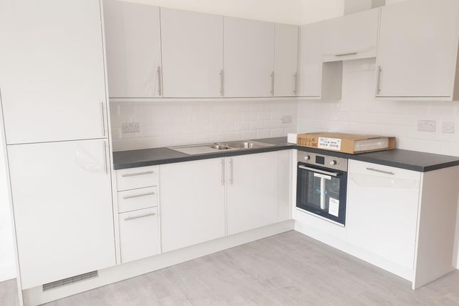 2 bed flat to rent in London Road, Grays RM17