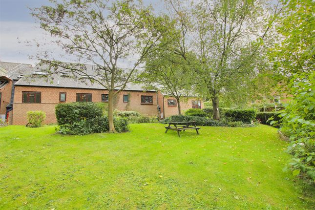 2 bed flat for sale in Hooton Road, Carlton, Nottinghamshire NG4