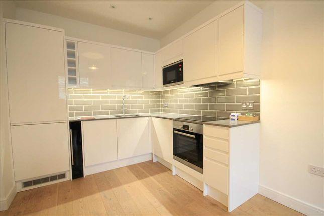 Flat to rent in Aldenham Road, Bushey WD23.