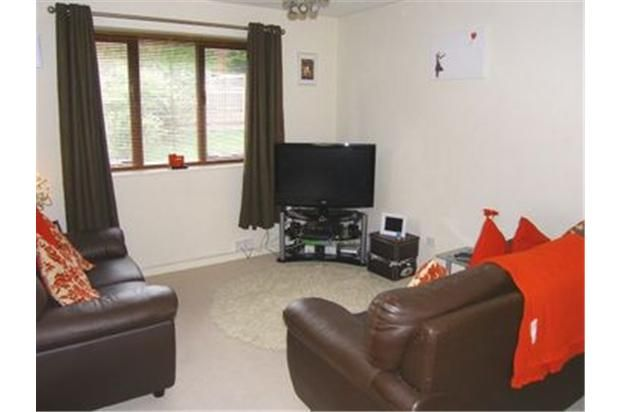 Thumbnail Maisonette to rent in Hudson Road, Rugby