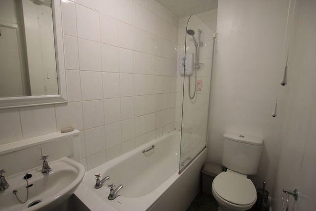 Bathroom of Victoria Road, Dundee DD1