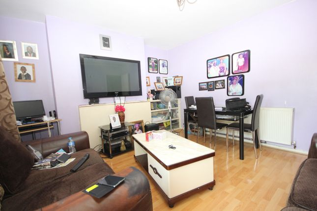 Thumbnail Flat for sale in Wilson Grove, London