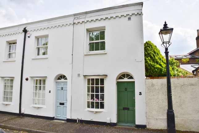 End terrace house to rent in Albany Road, Richmond