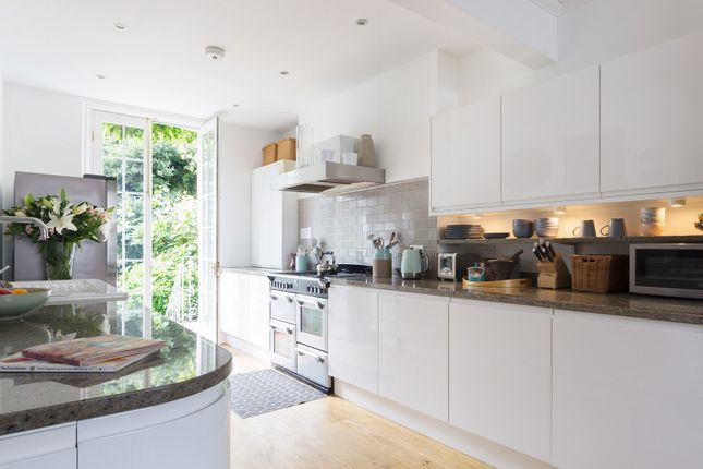 Thumbnail Town house to rent in Canonbury Road, London