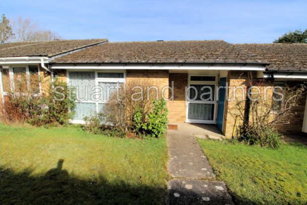 Thumbnail Bungalow to rent in Hoblands, Haywards Heath