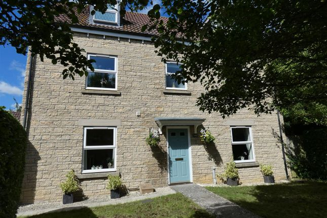 Thumbnail Property for sale in Stickleback Road, Calne
