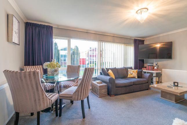 Living Room of St. Peters Close, Burnham, Slough SL1