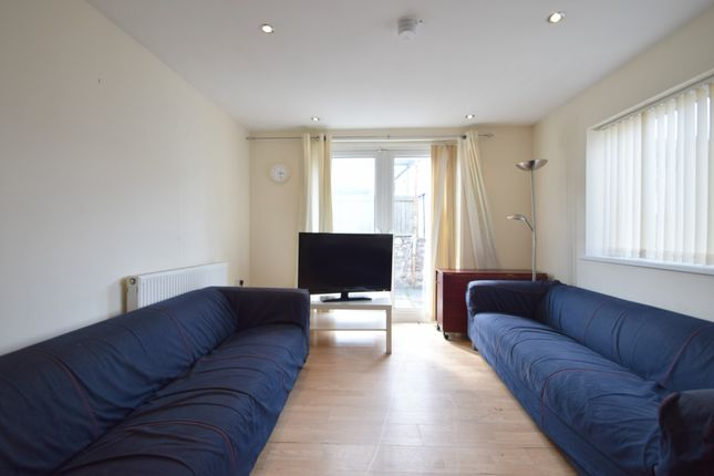 Thumbnail Shared accommodation to rent in Rhymney Street, Cardiff