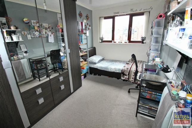 Bed4 A of Apprentice Way, Clarence Road, London E5