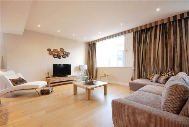 Thumbnail Flat To Rent In Hirst Court Grosvenor Waterside 30 Gatliff Road London