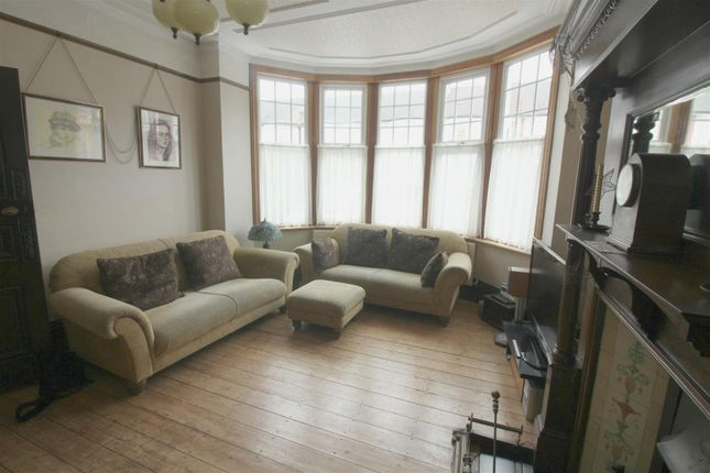 Semi Detached House For Sale In Berkshire Gardens, London