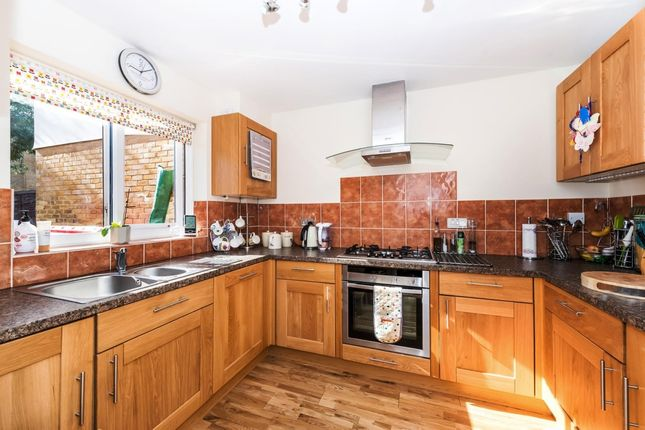 3 bed town house to rent in Waterman Way, Wapping