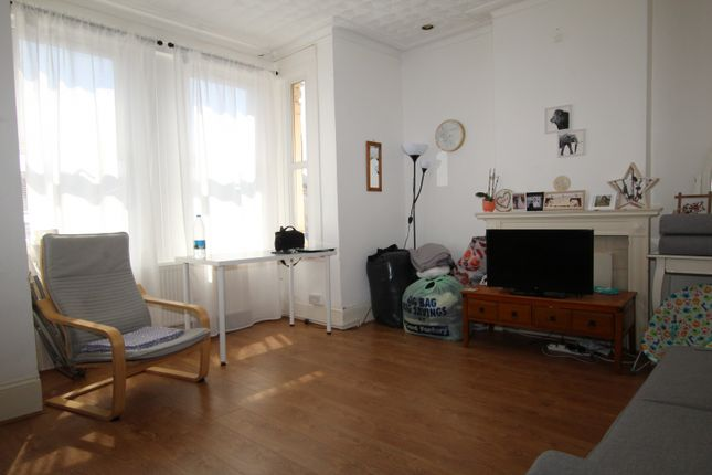 Thumbnail Flat to rent in Chase Side, Enfield