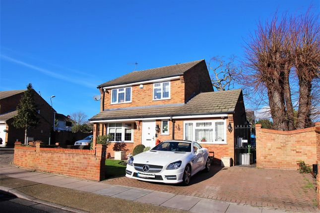 Thumbnail Property for sale in Milford Close, London