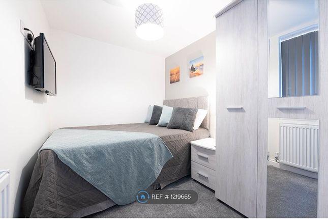 Room to rent in Room 2 - Wistaston Road, Crewe CW2
