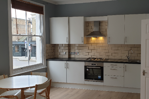 2 bed flat to rent in Stroud Green Road, London N4