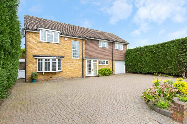 5 bedroom detached house for sale in Ardleigh Green Road, Hornchurch