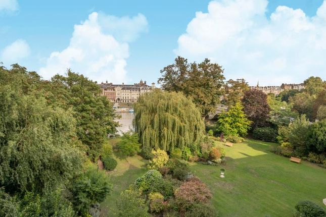 Thumbnail Flat for sale in Willoughby Road, Twickenham