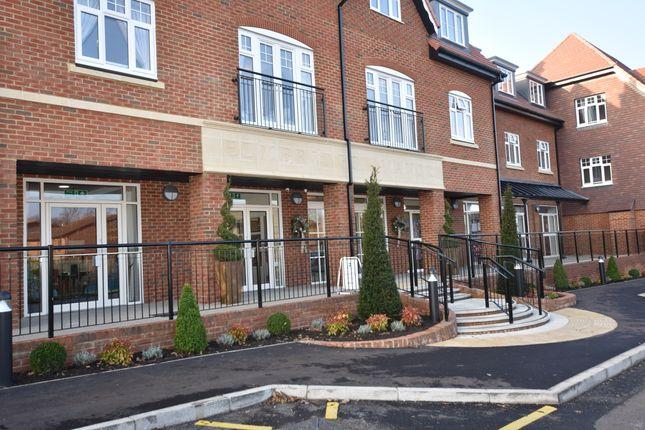 Thumbnail Flat for sale in 14 Elmbridge Manor, Elmbridge Village, Cranleigh, Surrey