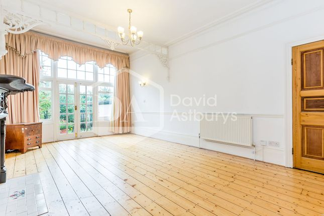 Thumbnail Terraced house to rent in Grand Avenue, Muswell Hill, London