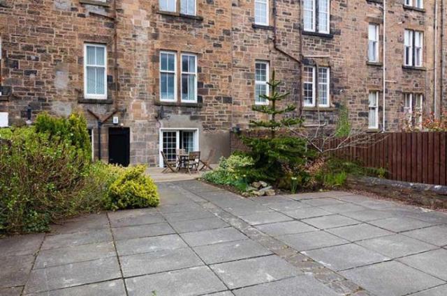 Thumbnail Flat to rent in Loudon Terrace, Glasgow