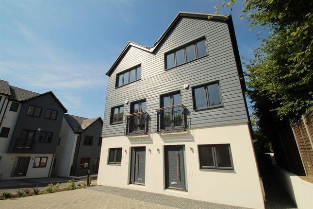 Thumbnail Semi-detached house to rent in Adeyfield Road, Hemel Hempstead