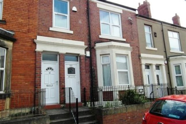 Thumbnail Terraced house to rent in Avenue Road, Gateshead
