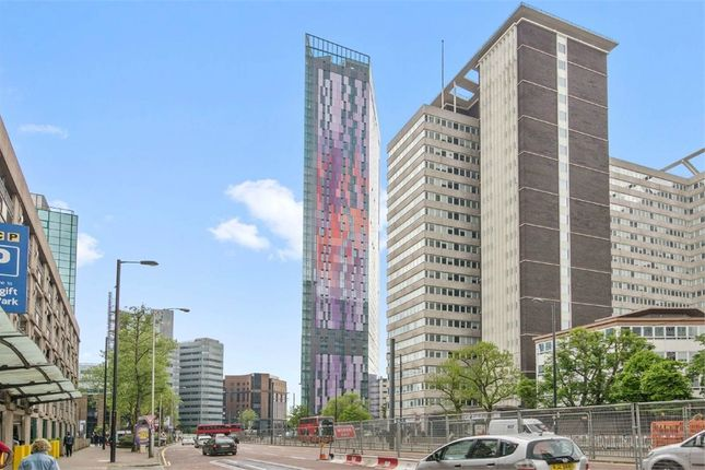 Thumbnail Flat to rent in Pinnacle Apartments, 11 Saffron Central Square, Wellesley Road, Croydon