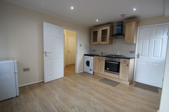 Thumbnail Flat to rent in Marlow Road, High Wycombe