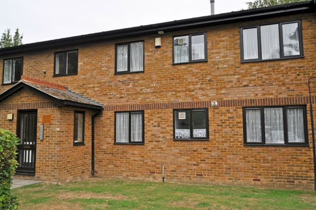 Thumbnail Flat to rent in Meresborough Road, Rainham