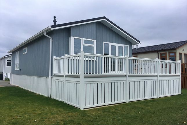 Thumbnail Mobile/park home for sale in Mill Road, Yarwell, Peterborough