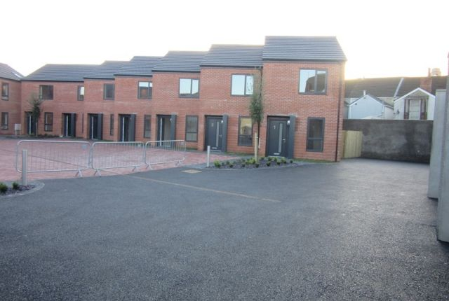 Thumbnail Terraced house to rent in Clews Mews, Beach Street, Sandfields, Swansea.