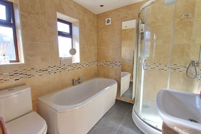 Family Bathroom of Harlech Avenue, Whitefield, Manchester M45