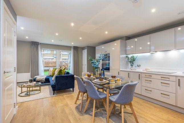 Thumbnail Town house for sale in Southampton Way, Camberwell, London