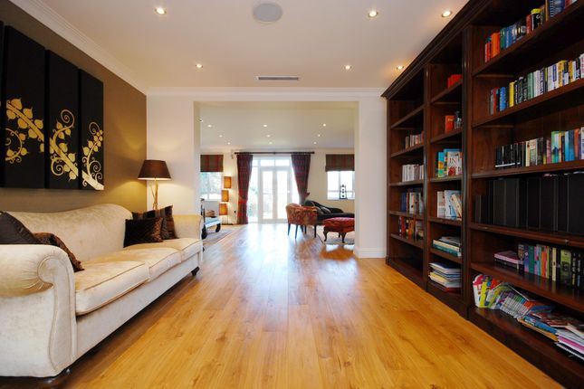Thumbnail Detached house to rent in Sheen Road, Richmond
