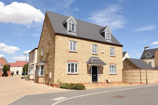 Thumbnail Detached house for sale in Ripon Close, Kingsmere Development, Bicester
