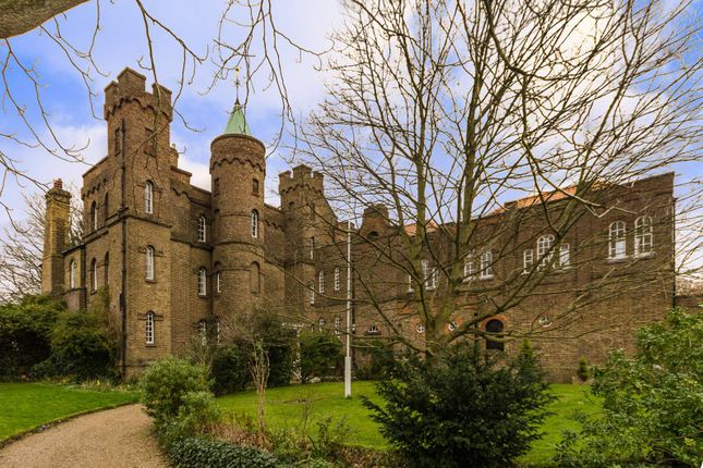 Thumbnail Flat for sale in Vanbrugh Castle, Greenwich