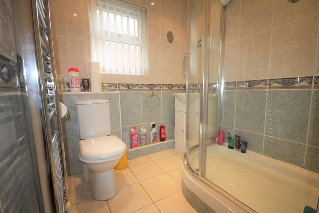 46 Hannan Road, L6 Bathroom (2)