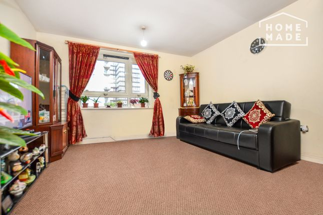 2 bed flat to rent in Spectrum Tower, Hainault Street IG1