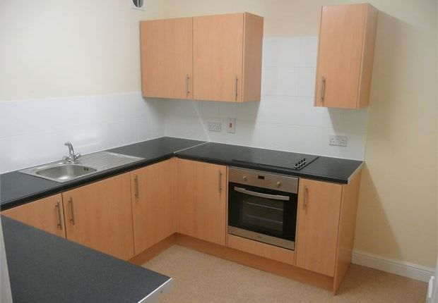 Flat to rent in 8 Victoria Road, Exmouth, Exmouth, Devon.