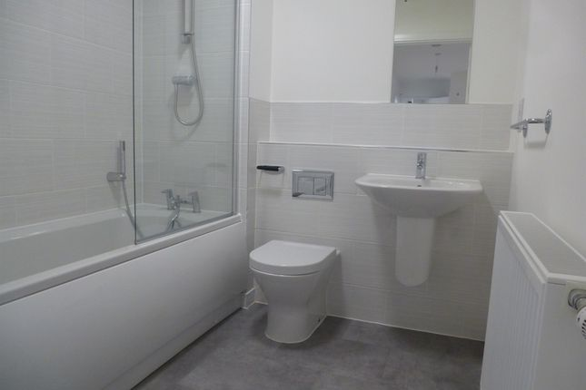 2 bed flat for sale in Cross Street, Portsmouth