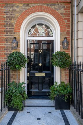 Thumbnail Town house for sale in Upper Brook Street, Mayfair