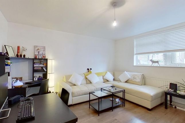 Thumbnail Flat for sale in Strathville Road, London