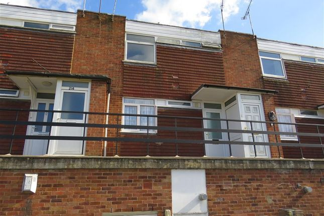 Thumbnail Flat to rent in Frobisher Road, Rugby