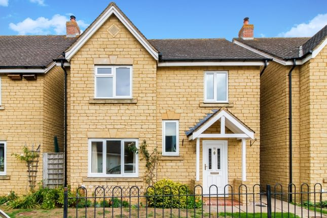 Thumbnail Flat to rent in Hodgson Close, Fritwell, Bicester