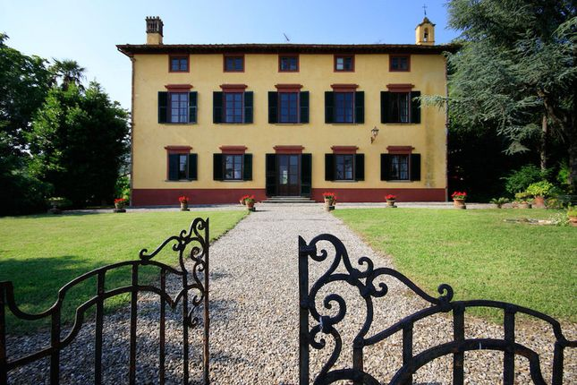 Villa for sale in Lucca, Tuscany, Italy