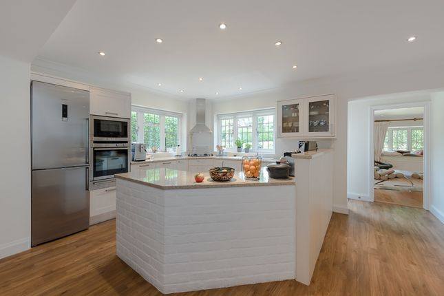 Thumbnail Detached house to rent in Maltmans Lane, Gerrards Cross